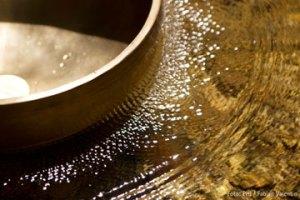 Klangschale Wasserschwingung